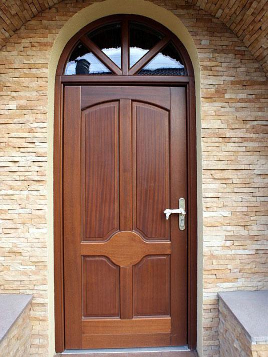особенности деревянных дверей